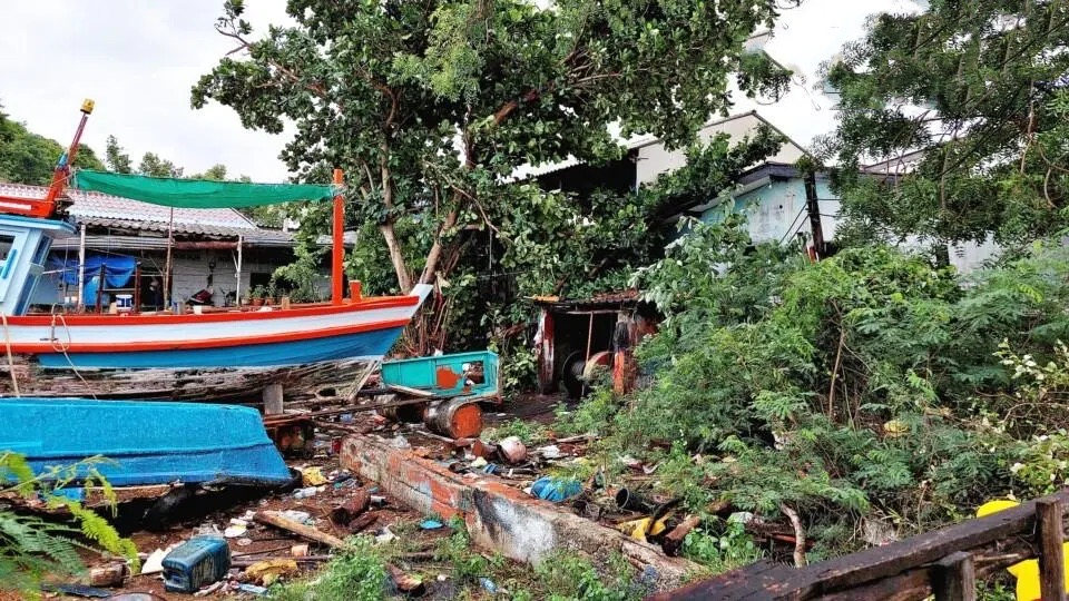 Sattahip schat de schade als gevolg van de vroege ochtendstorm, 11 vissersboten gezonken, tempels en huizen beschadigd