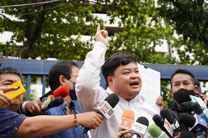 Thaise activist en boegbeeld van protestbeweging voorlopig op vrije voeten