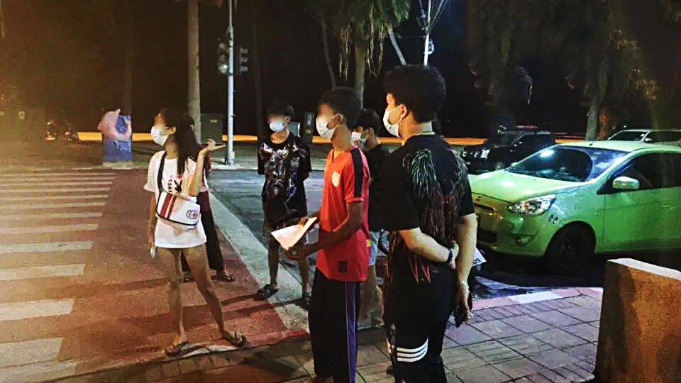 VIDEOCLIP | Thaise toeristen uit Ayutthaya beweren dat ze zonder reden 's nachts door lokale tieners op Jomtien Beach aangevallen te zijn.