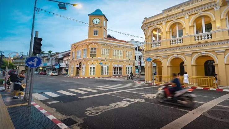 Het vaccineren op Phuket moet worden versneld wil het op 1 juli opengaan voor buitenlands toerisme