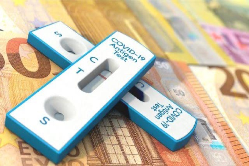 VIDEOCLIP | De Nederlanders moeten 7,50 euro betalen voor toegangstest, volgens het demissionaire kabinet is dat uit te leggen