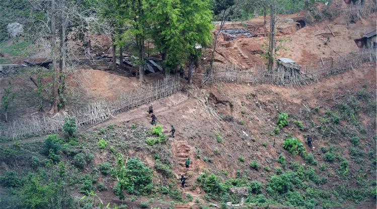 Myanmar-troepen beschoten gisteren een Thais grensdorp