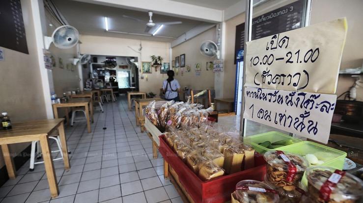 Premier Prayut waarschuwt restauranthouders om zich aan de regels te houden