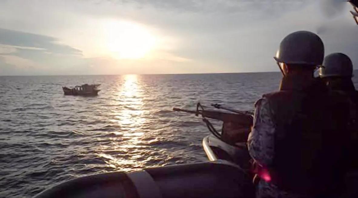 Thaise marine entert 2 Vietnamese trawlers wegens vissen in Thaise wateren