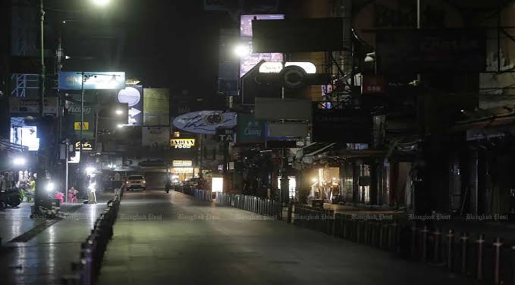 Het Thaise nachtleven vraagt de regering om heropening en verkoop van alcohol