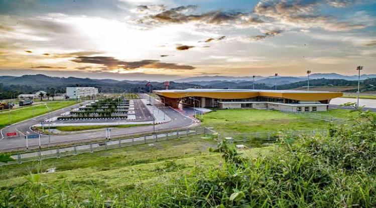 De opening van vliegveld Betong in de provincie Yala laat op zich wachten