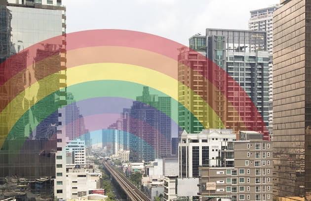 Bangkok viert 'Pride Month' met kleurrijke regenboogdecoraties in Samyan Mitrtown