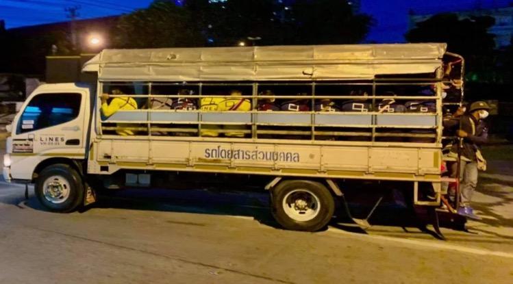 Terwijl het ene na het andere bedrijf de deuren in Pattaya sluit, uiten de lokale bewoners hun bezorgdheid over bouwvakkers en sociale afstand