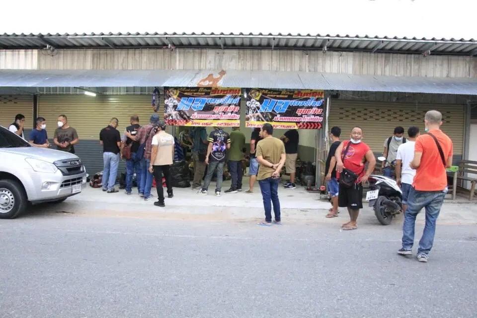 Bende motordieven in Pattaya gearresteerd, die naar verluidt méér dan vijftig fietsen hebben gestolen en gesloopt