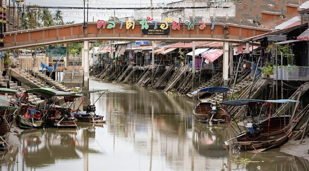 Wat heeft de Covid19 pandemie met de beroemde drijvende markt van Thailand gedaan?