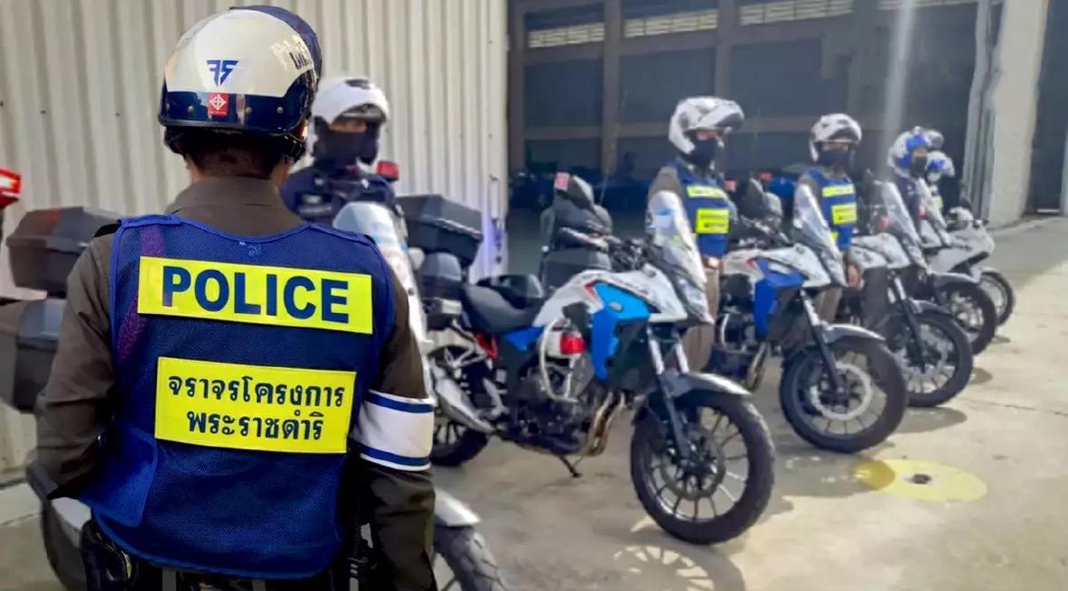 Verkeerspolitie Bangkok zet alles op alles om het leven van een landgenoten te redden