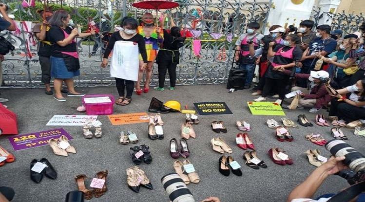 Sekswerkers en barpersoneel in Bangkok eisen maandelijkse financiële hulp
