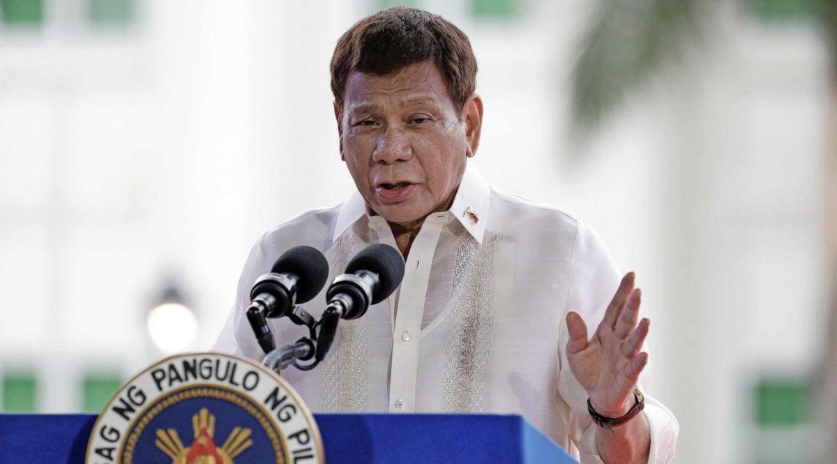 De Filipijnse president Rodrigo Duterte heeft in een toespraak live op televisie gedreigd mensen op te sluiten die een coronaprik weigeren.