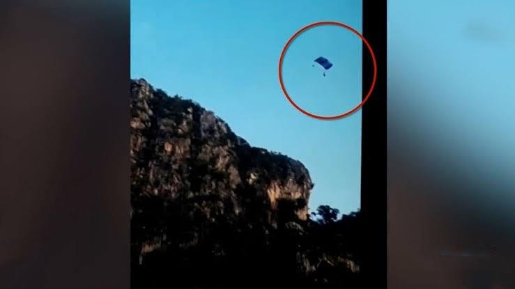 Thaise soldaat komt in Lopburi tijdens parachutespringen om het leven