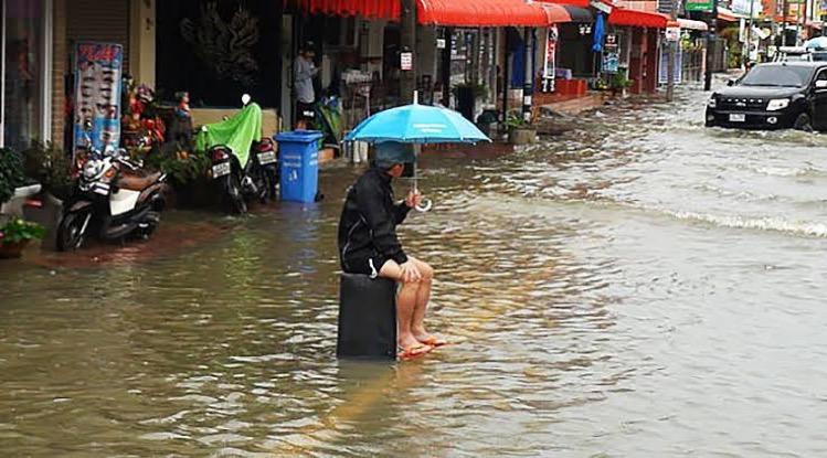 De kustplaats Pattaya ontwikkelt een 5-jaren plan tegen de overstromingen