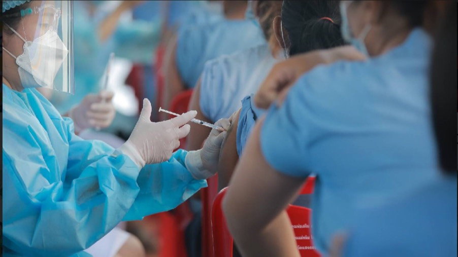 Thaise artsen eist dat de overheid eerlijker moet zijn over de beschikbaarheid van Covid19 vaccins