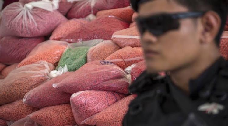 Het Minister van Justitie, Khun Somsak Thepsutin, een doorn in het oog dat Thailand fungeert als een doorvoergebied voor illegale drugs