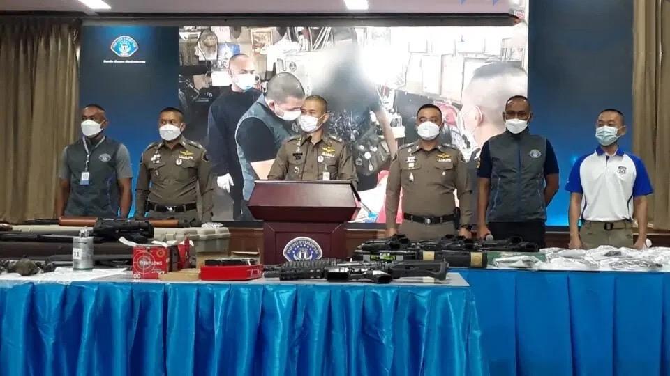 Koninklijke Thaise politie kondigt groots optreden in Bangkok aan tegen de illegale online wapenverkoop