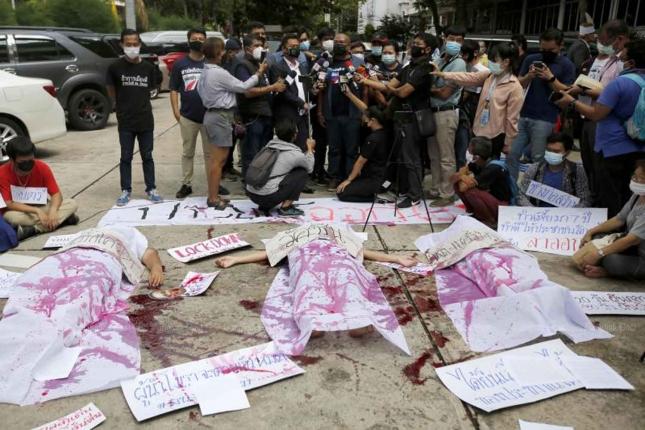 Anti regeringsgroep zet de campagne voor het aftreden van Prayuth voort