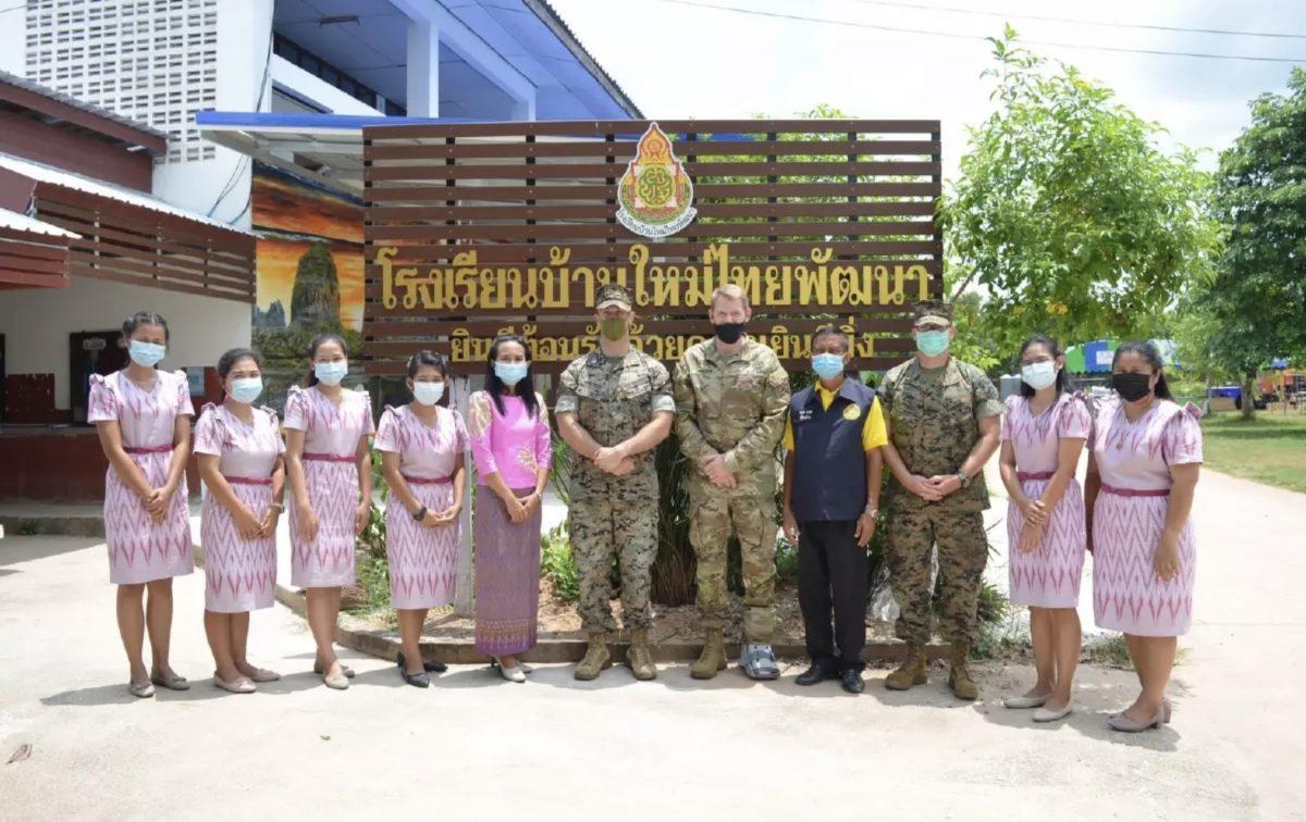 De Cobra Gold-troepen hebben de wapens laten vallen om nieuwe school in de provincie Sa Kaew te bouwen