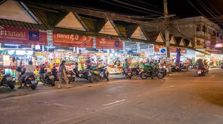 """Restaurants in Pattaya opnieuw beperkt tot afhaal alleen om """"Covid-19 te bestrijden"""", velen besluiten om tijdelijk het bijltje erbij neer te gooien"""