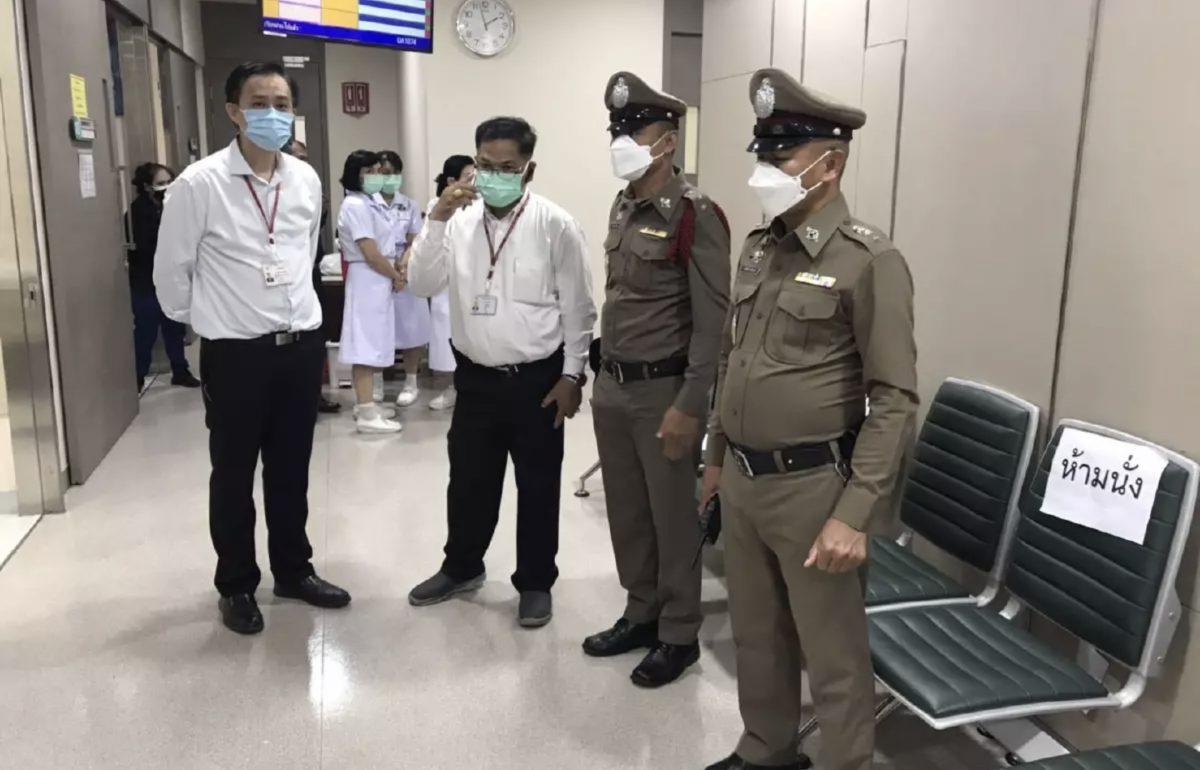 Psychiatrische patiënte steekt een arts van het Chulalongkorn-ziekenhuis neer