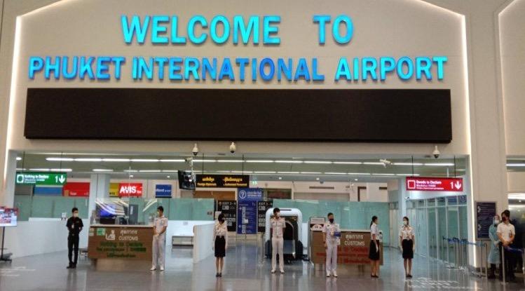 Op Phuket International Airport nemen de internationale vluchten langzaam toe