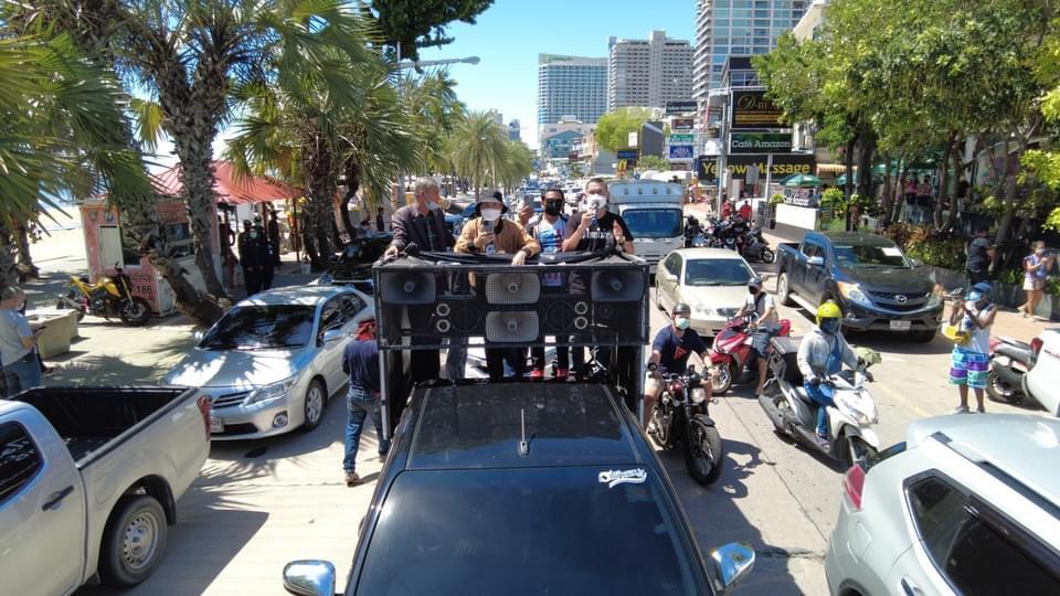 Protesten tegen premier Prayut Chan-O-Cha in Pattaya door de Thai Mai Thon-groep