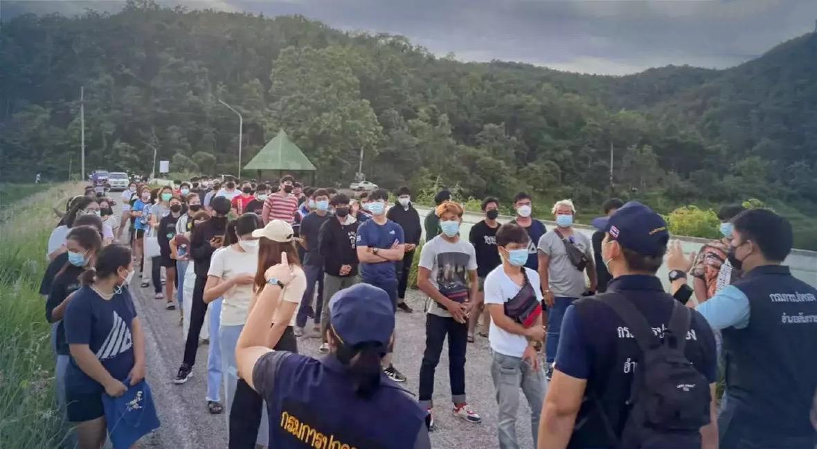 Hangjongeren boven water gehaald na feesten in het stuwmeer van Chiang Mai