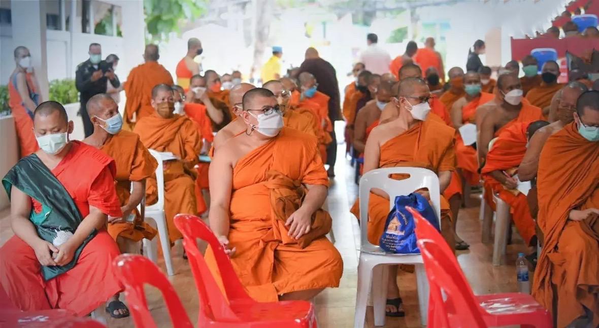 Crematie-rituelen vormen in Thailand een dodelijk risico, duizenden monniken moeten gevaccineerd worden