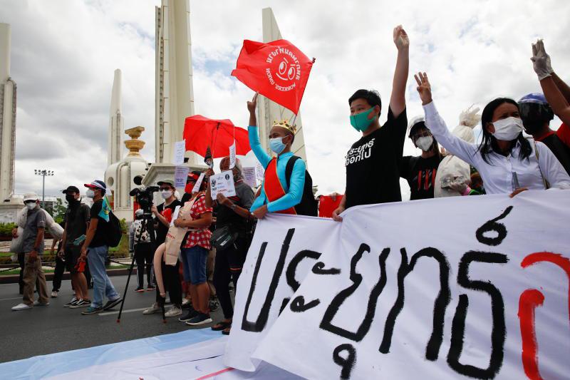 Thaise jeugdactivisten groep protesteert ondanks verbod op samenkomsten, politie Bangkok zet 2000 man in