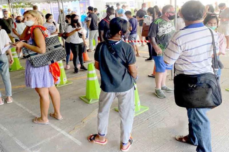 De Immigratiedienst in Jomtien zit weer ramvol