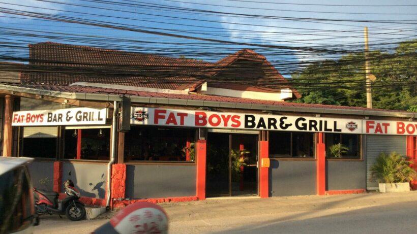 """Politie valt de grillroom van de """"Dikke Jongens"""" in Pattaya binnen er arresteerde daar 12 """"potige"""" Thais"""