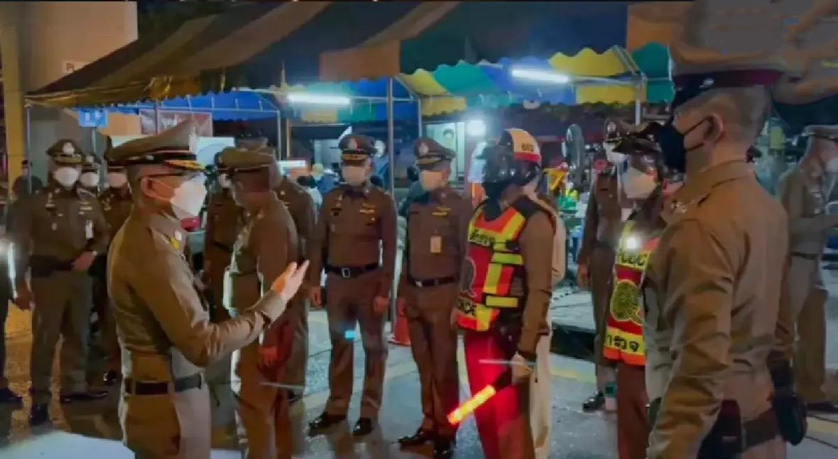 8 mensen tijdens de eerste avond van de avondklok in Groot-Bangkok gearresteerd