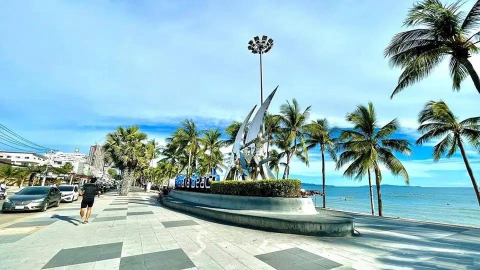 De burgemeester van Pattaya blijft bij het plan om tegen 1 september buitenlandse gevaccineerde toeristen in zijn stad te ontvangen.
