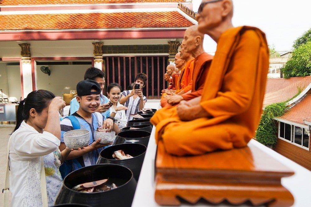 Vandaag is het Asanha Bucha Day een speciale boeddhistische feestdag in Thailand