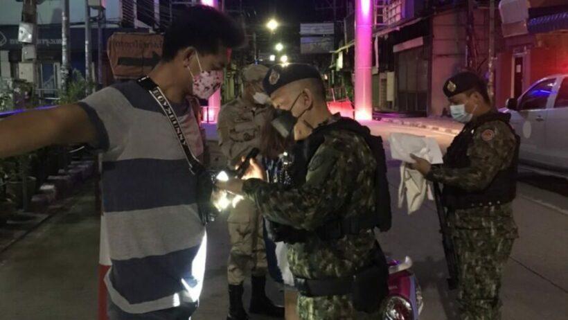 In Pattaya lappen ze de avondklok aan de laars, verschillende mensen zijn inmiddels gearresteerd