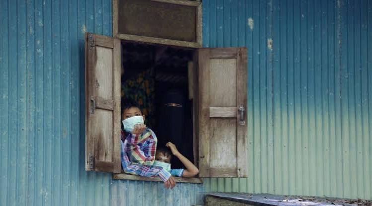 Volgens het Thaise ministerie van Volksgezondheid zouden de mensen ook thuis mondkapjes moeten dragen