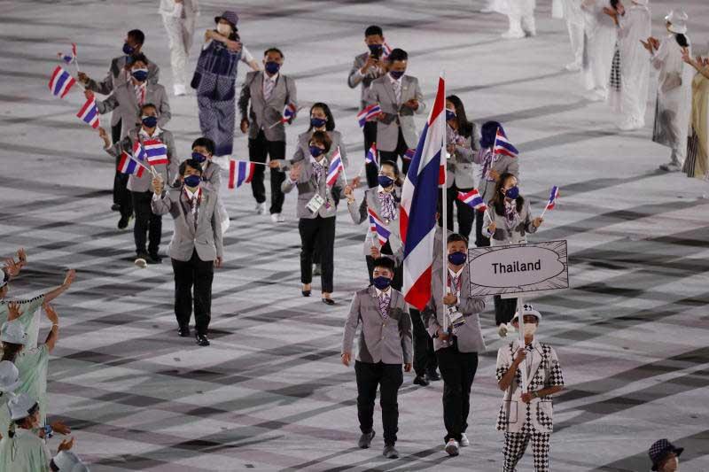 De door pandemie getroffen Olympische Spelen in Tokio in rustige ceremonie zonder toeschouwers geopend!