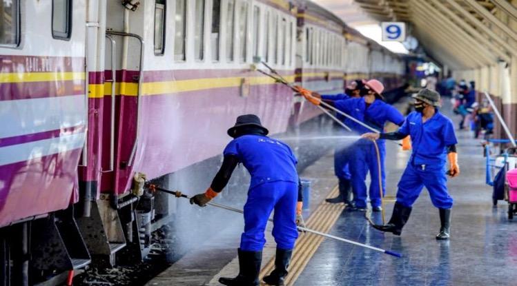 Speciale Covid19 trein brengt 1.490 besmette personen van Bangkok naar het platteland
