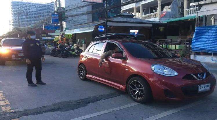 UPDATE | Aannemer geeft zich bij de politie van Pattaya aan nadat hij tijdens het rijden met een pistool op de Jomtien Beach erop los knalde