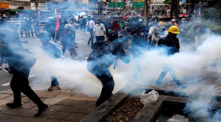 De demonstratie in Bangkok is vanmiddag neergeslagen en gedwongen om van locatie  te veranderen