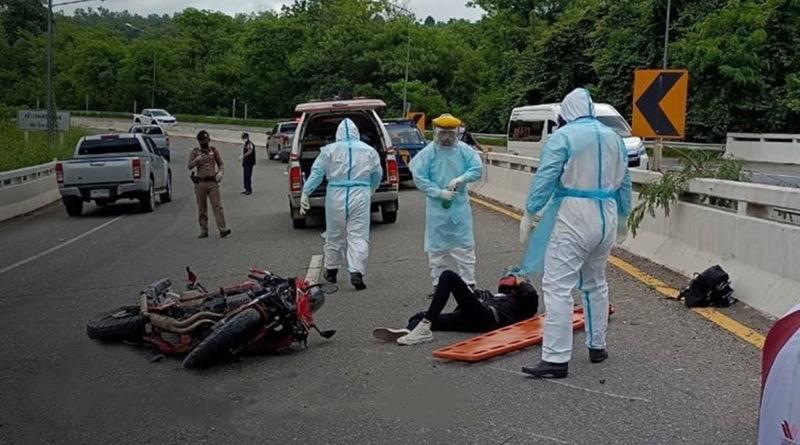 Thaise brokkenmaker waarschuwt na motorongeluk de hulpverlening dat hij Covid19 heeft.