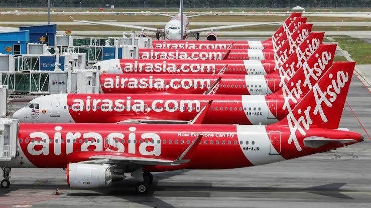 Vliegmaatschappij Thai AirAsia schort zijn vluchten op, verlaagt salarissen terwijl het vet rode cijfers in de boekhouding schrijft