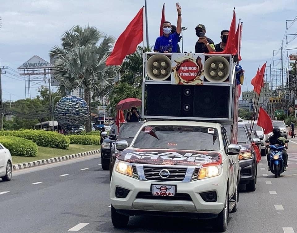 VIDEOCLIP | Demonstranten in Pattaya boos op de Thaise regering inzake de lakse bestrijding van het Covid19 virus