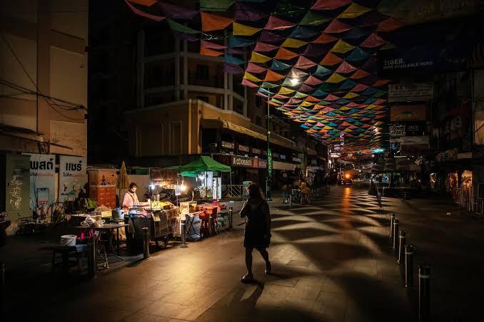 De hoofdstad Bangkok van Thailand neemt morgen de beslissing over de heropening van de stad.