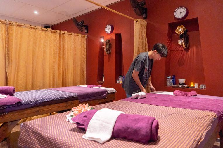 Bij Thaise massagesalon Ton Pho aan de Overtoom in Amsterdam, waan je je even in Azië,