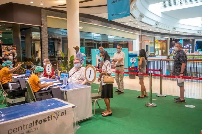 Bangkok Hospital Pattaya biedt Pfizer-inloop voor buitenlanders 18+ op dinsdagmiddag, wie het eerst komt, het eerst maalt