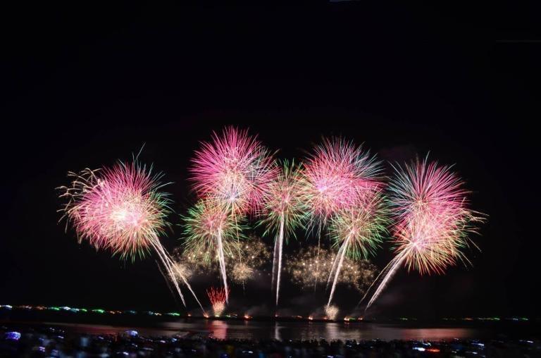 Burgemeester van Pattaya publiceert officieel een voorlopig evenementenschema voor het vakantieseizoen, maar vereist wel een definitieve CCSA-goedkeuring