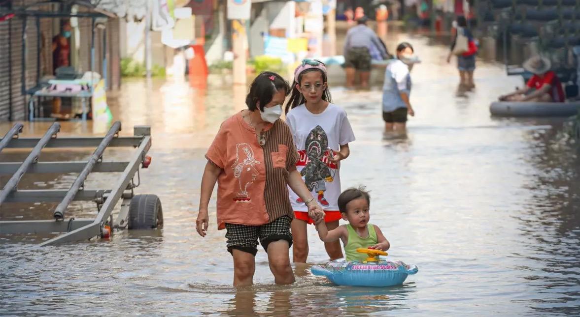 In 17 van de 33 provincies die zijn getroffen door de tropische storm Dianmu nemen de overstromingen af